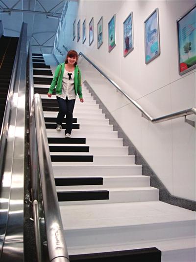 """""""钢琴楼梯""""亮相南京"""