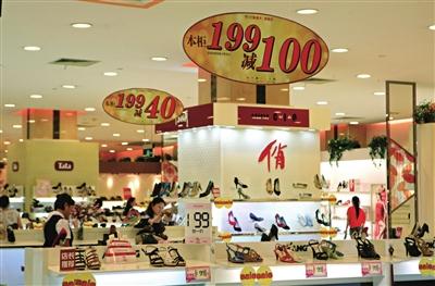 专柜鞋子摆放效果图 鞋子包包摆放效果图 客厅鱼缸摆放效