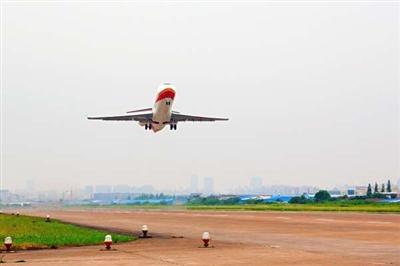 arj21-700飞机是我国第一款完全按照国际标准研制的涡扇