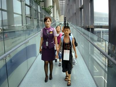 """浦东时报数字报刊平台-飞机""""邮寄""""小朋友需提前预约"""