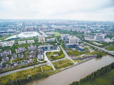 唐石青介绍,集成电路产业,在浦东有良好的基础,更是张江高科技园区的
