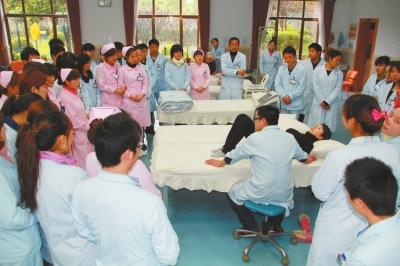 东海老年护理医院一站式医护服务老人